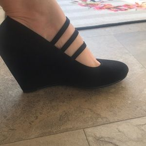 Jelly pop black strapped wedges